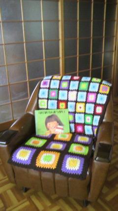 この椅子に座って…