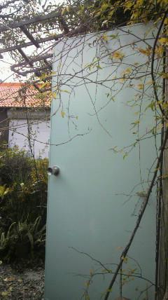ジャンク小屋のドアを…
