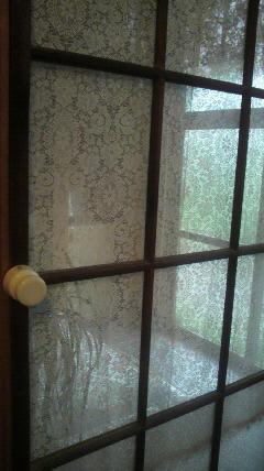 レトロなガラス戸を…